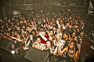 crowd-1129966_640